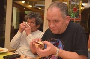 Een gezellig ontmoetingsmoment in de week voor mensen met een beperking uit de hele gemeente Wierden. Vrijwilligers bereiden een heerlijke maaltijd voor de gasten en die wordt samen genuttigd. Verder is er tijd om gezellig te kletsen of een spelletje te doen. Het Klupcafé Wierden is in het gebouw van Carintreggeland aan de Eikenlaan in Wierden van 17.00 – 21.00 uur.
