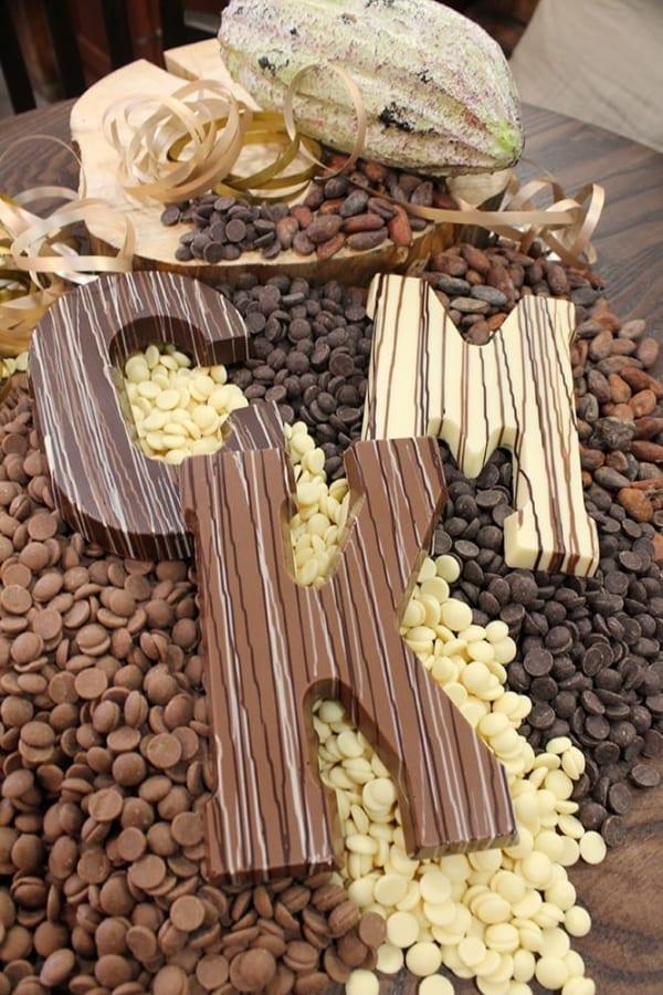 Gestreepte chocoladeletter